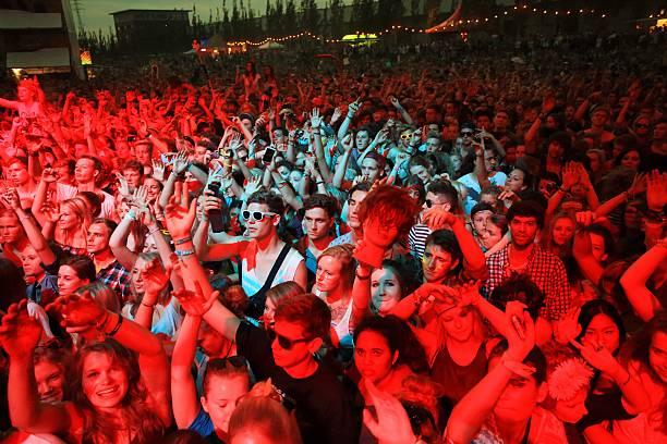 concert crowd in the spotlight at a music festival - happy indie pop bildbanksfoton och bilder