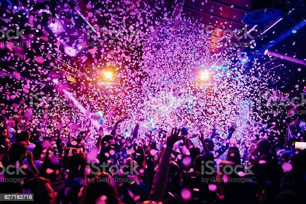 Concert crowd picture id627183716?b=1&k=6&m=627183716&s=612x612&h=izrw4eywwaw19vmbsbstlafbdxlsyid19wz 5trc33w=
