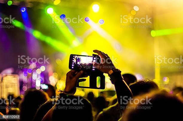 Concert mobile recording live people music audience bokeh band head picture id628112012?b=1&k=6&m=628112012&s=612x612&h=krd8h jbzex t76acohvmuqtoulvemh itusbu3klz4=