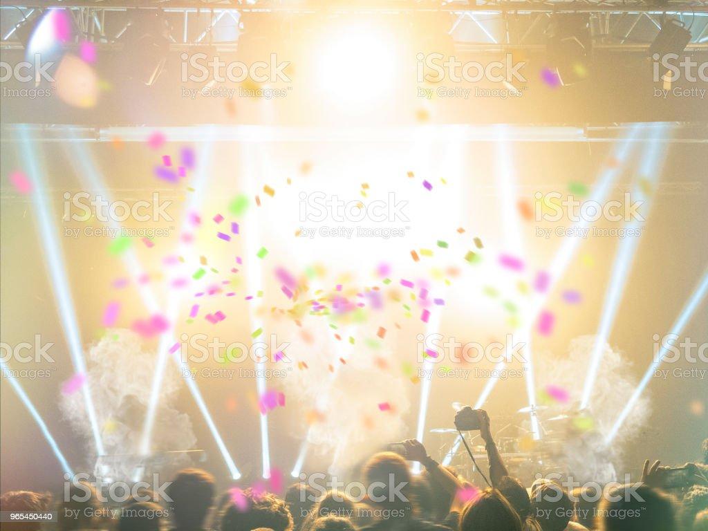 Concert stage with lens flare - Zbiór zdjęć royalty-free (Adolescencja)