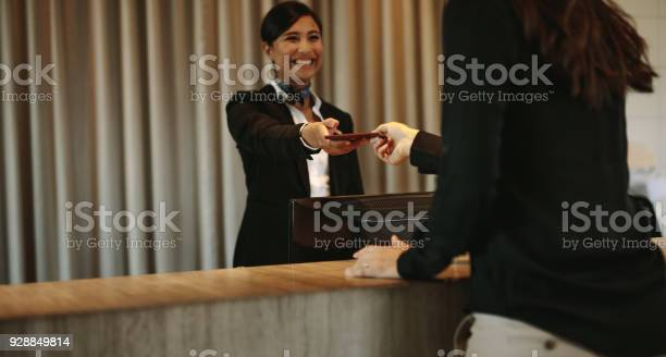 Concierge returning the documents to hotel guest picture id928849814?b=1&k=6&m=928849814&s=612x612&h=4re4l5 flkyqpytvybmjnu6tihyv9yqozr1iaftqdwg=