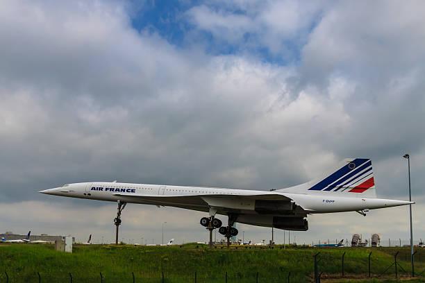 concord à charles de gaul de l'aéroport - avion supersonique concorde photos et images de collection