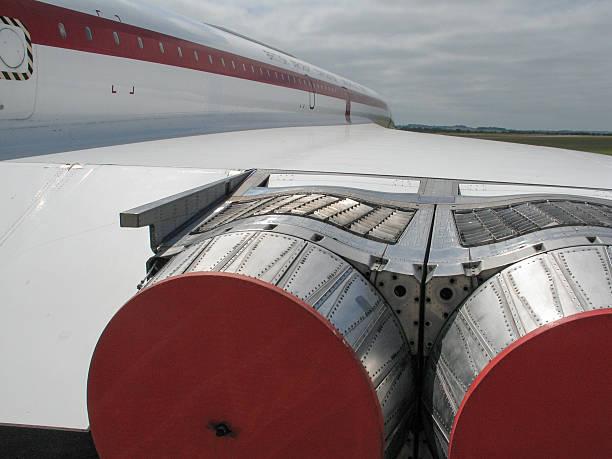 concorde avion jet turbine section-starboard - avion supersonique concorde photos et images de collection