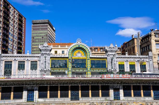 Estación concordia bilbao, arte de estilo modernista, coloquialmente conocida como estación de Santander. - foto de stock