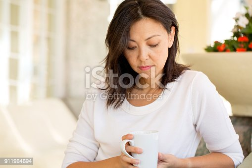 istock Concrened woman looking worried. 911964694