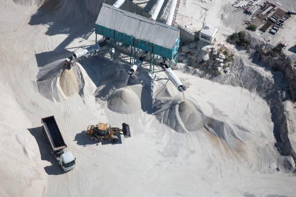 beton und zement-fabrik - betonwerkstein stock-fotos und bilder