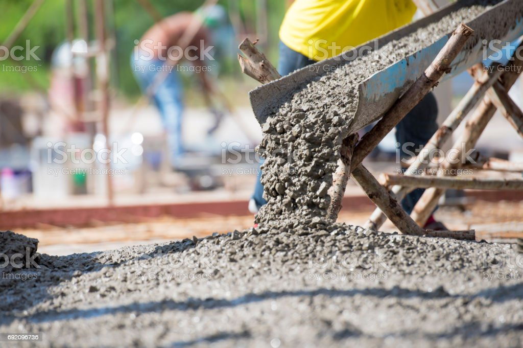 Concrete pouring during commercial concreting floors of building - foto stock