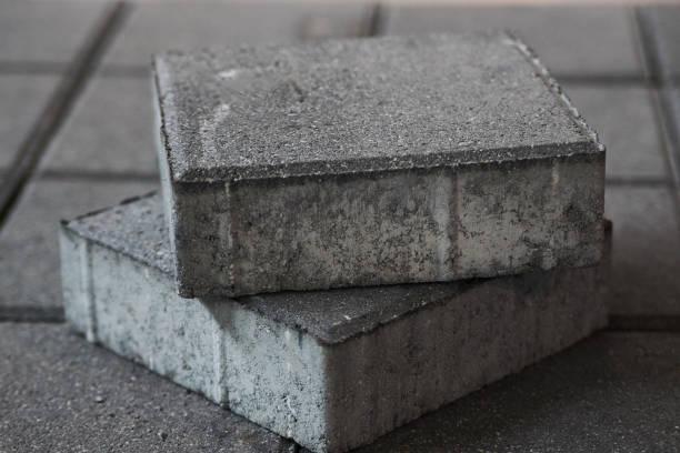 konkrete bürgersteig quadratischen fliesen - betonwerkstein stock-fotos und bilder