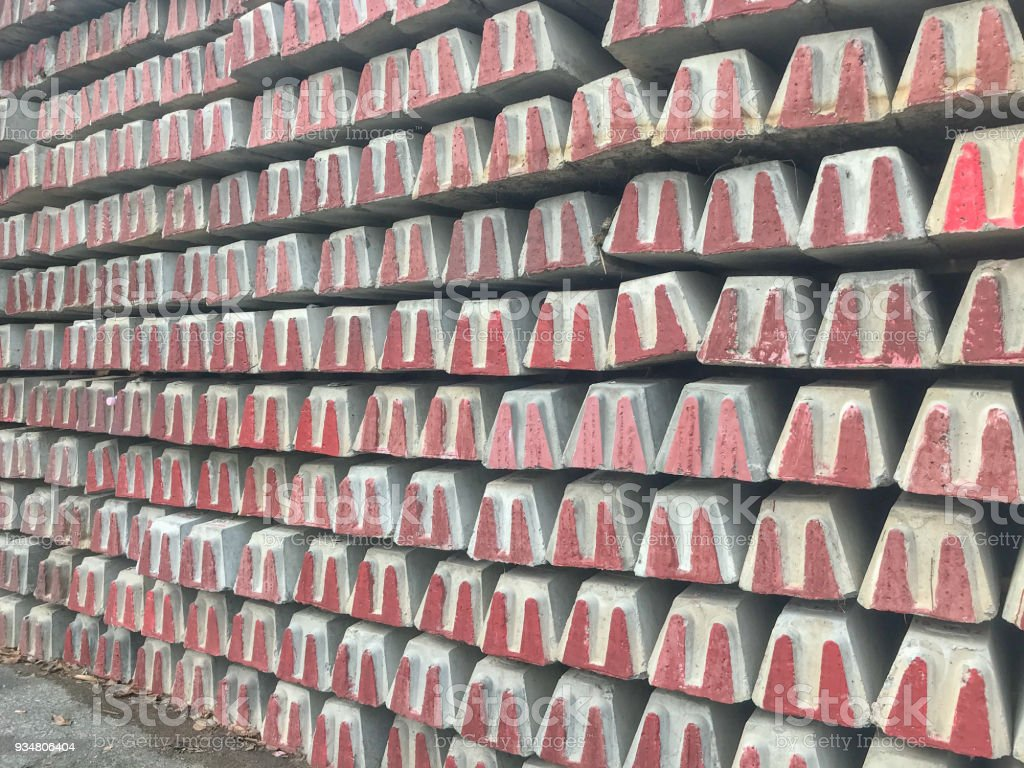 태국에서 콘크리트 스택 침대 철도 배경 - 로열티 프리 강철 스톡 사진