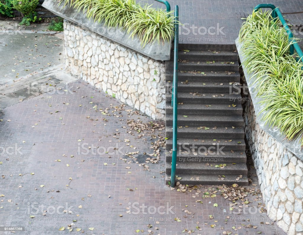 Photo libre de droit de Escalier En Béton Avec Gardecorps ...