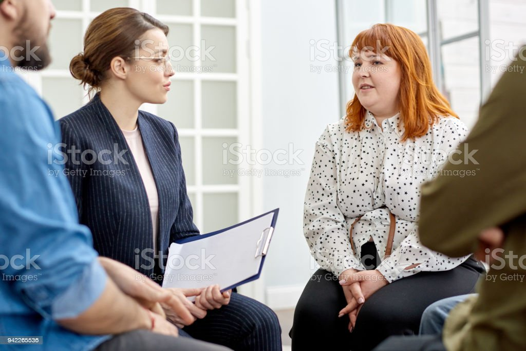Durchführung von Gruppentherapie-Sitzung – Foto