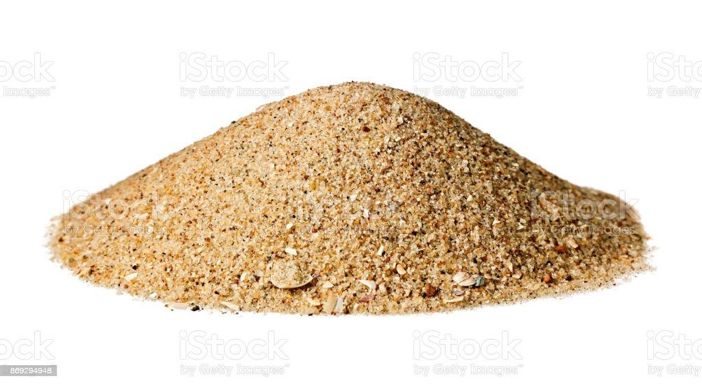 Kegelförmige Hügel von trockenem Sand; isoliert auf weiss. – Foto
