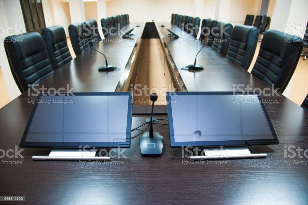 Conference room bord och stolar - Royaltyfri Bord Bildbanksbilder