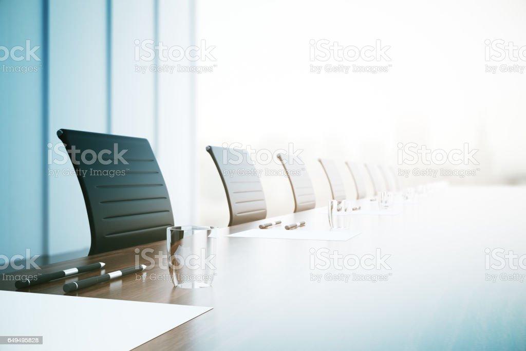 Primer plano de la mesa de conferencia - foto de stock