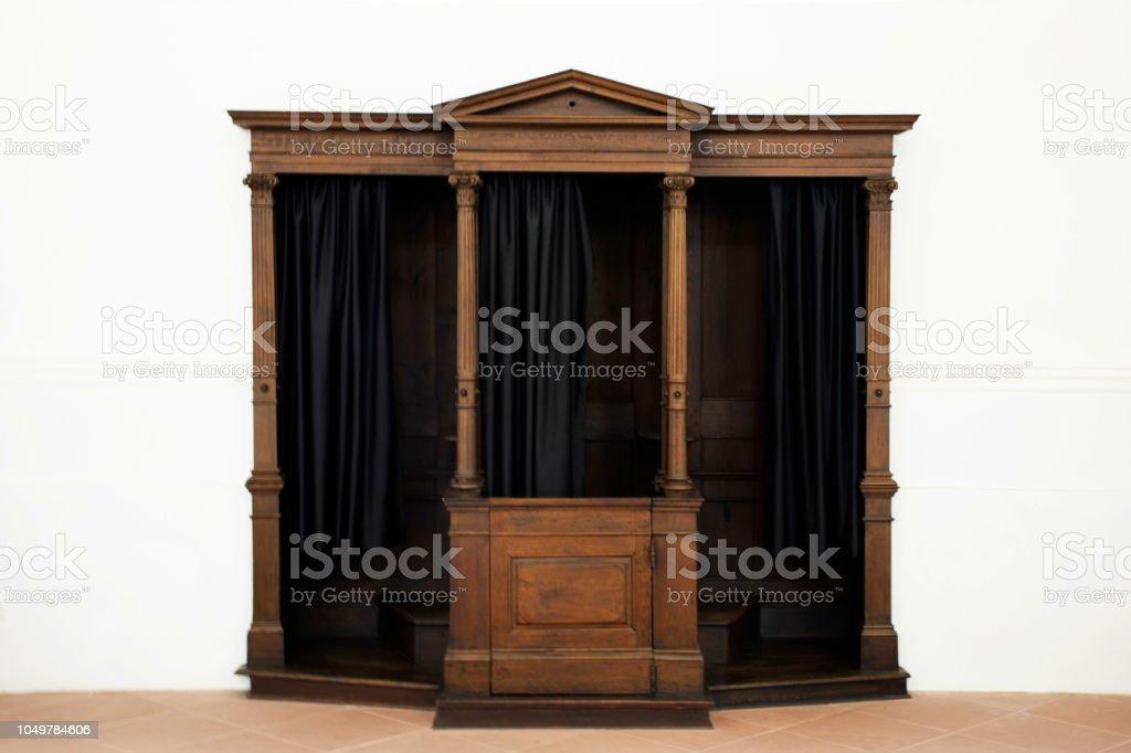 Bekenntnis der Sünden Raum im Inneren an Kirche – Foto