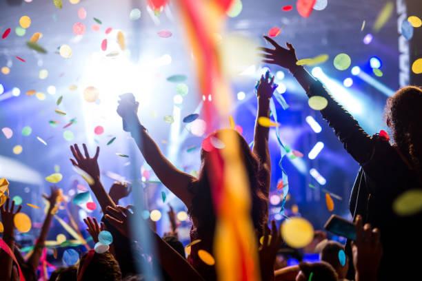 confettis et parti - dance music photos et images de collection
