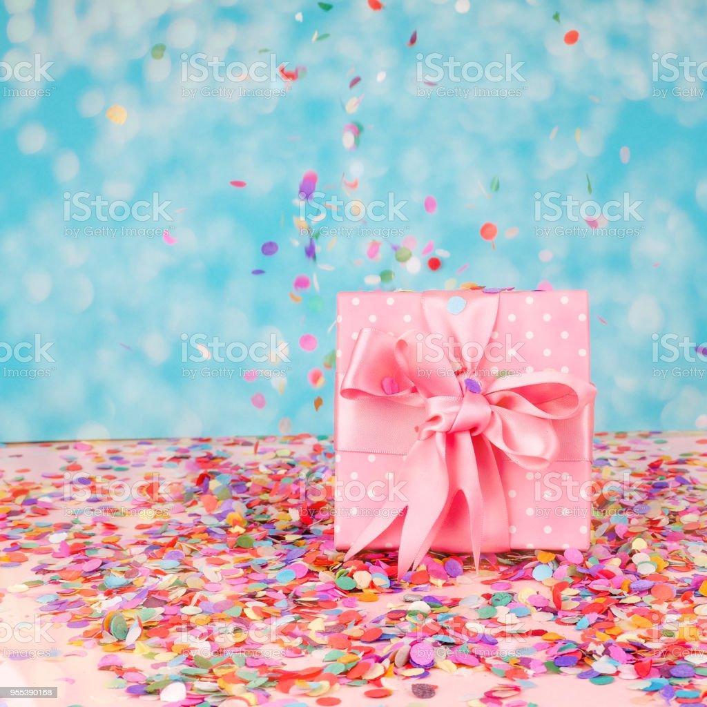Confetti holiday background, gift box - Zbiór zdjęć royalty-free (Aspiracje)