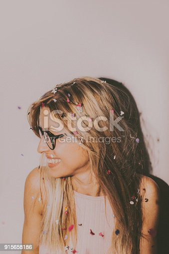 915661236 istock photo Confetti party 915658186