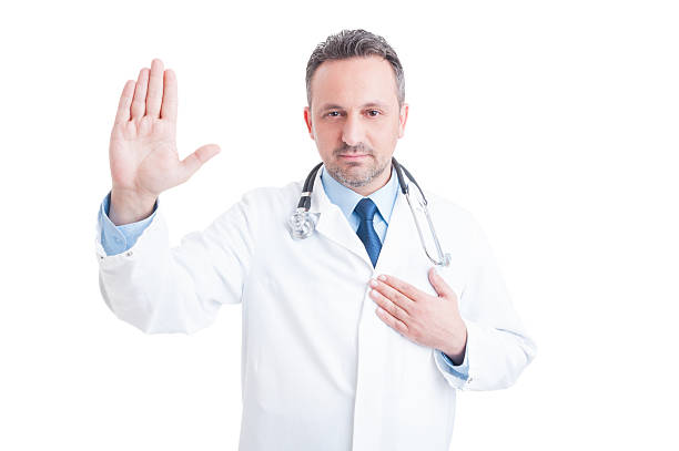confident and trustworthy medic or doctor making hippocratic oat - swearing stockfoto's en -beelden