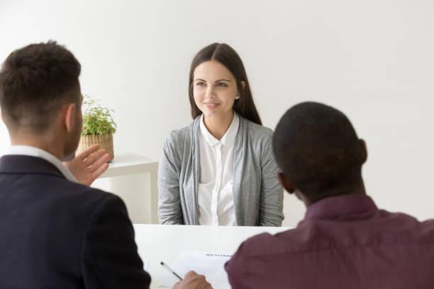 självsäkra sökande leende på anställningsintervju med olika hr-chefer - new job bildbanksfoton och bilder
