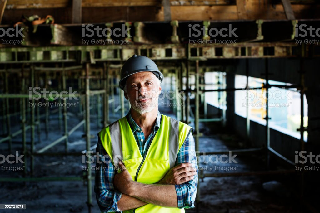 Confident architect standing at construction site - foto de stock