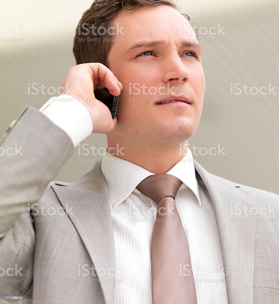 Zuversichtlich business-Mann spricht am Telefon Lizenzfreies stock-foto