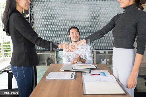 859896852istockphoto Confident business people are shaking hands after agreeing to a successful job. 936468624