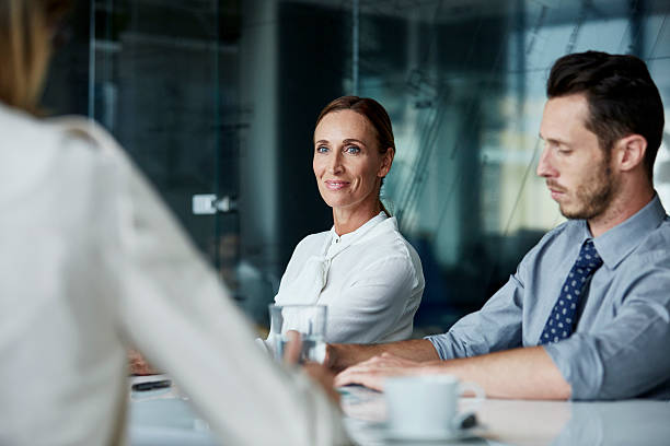 confident businesswoman in meeting room - mise au point sélective photos et images de collection