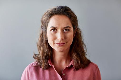 istock Confident businesswoman over gray background 682897825