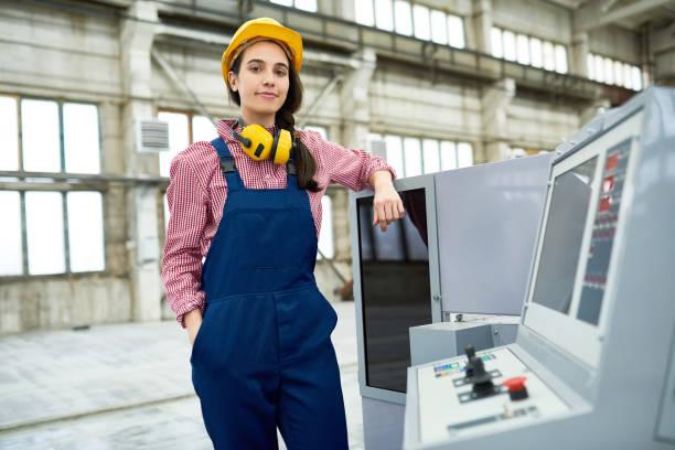 職場で自信を持っての cnc 専門 - 金属工 ストックフォトと画像