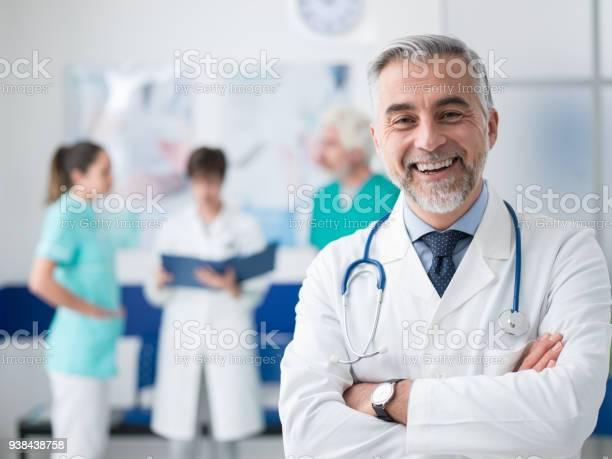 Confident Doctor Posing At The Hospital — стоковые фотографии и другие картинки Больница