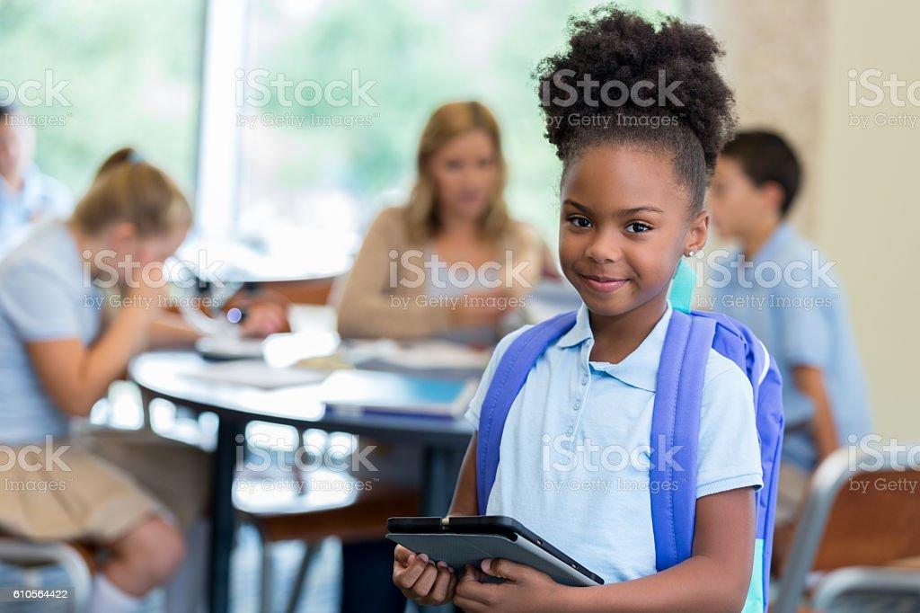 Confident  elementary schoolgirl in classroom – Foto