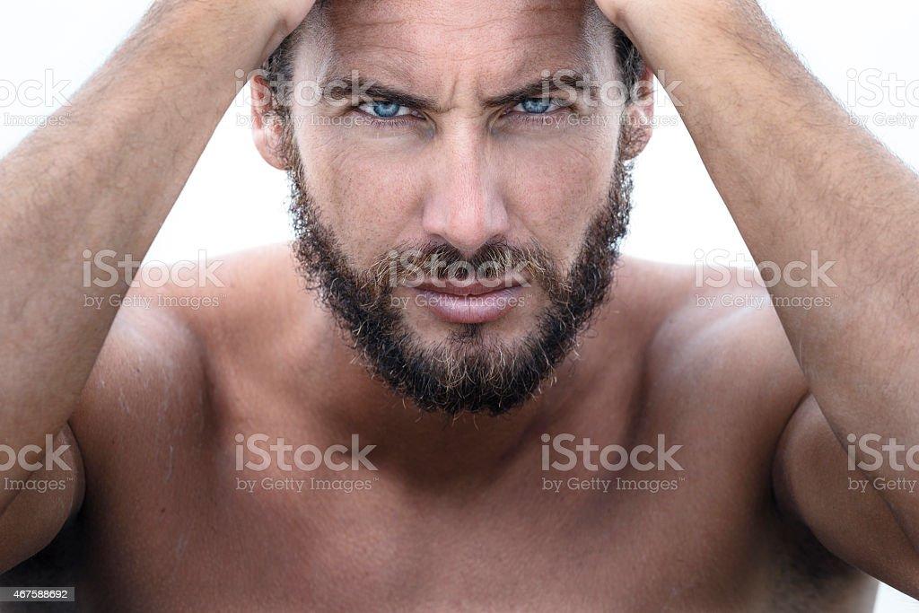 Zuversichtlich gut aussehender Mann, Blick in die Kamera – Foto