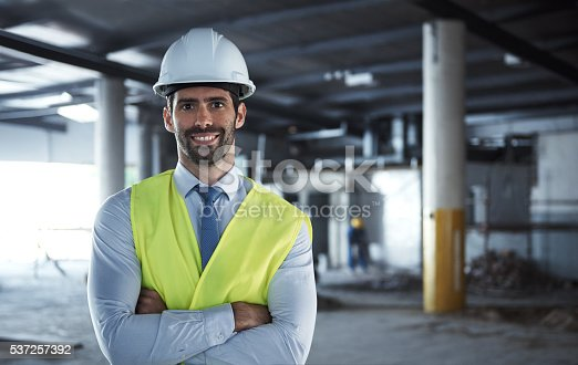 istock Confident in his construction ability 537257392