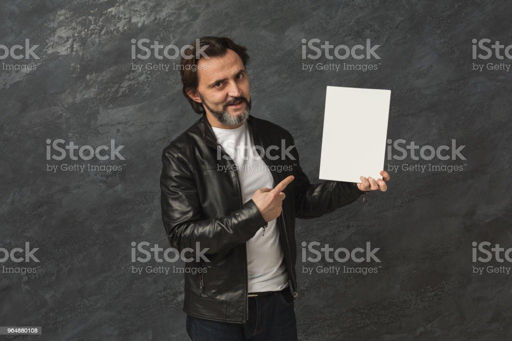 有信心的人與空白白板 - 免版稅一個人圖庫照片