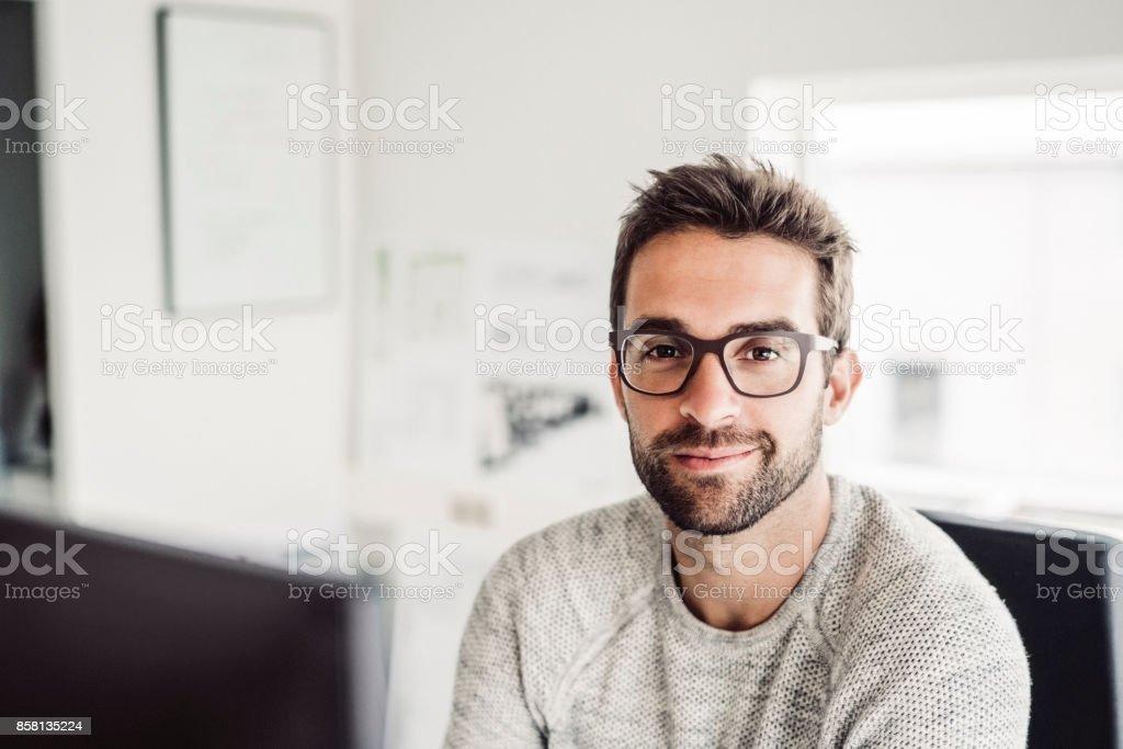 Zuversichtlich Mitte adult Geschäftsmann tragen Brillen – Foto