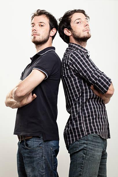 zuversichtlich twinsize-betten - siamesische zwillinge stock-fotos und bilder