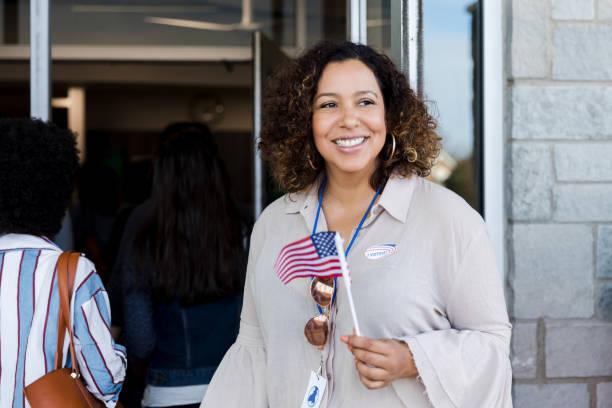 confident woman on election day - cittadino foto e immagini stock