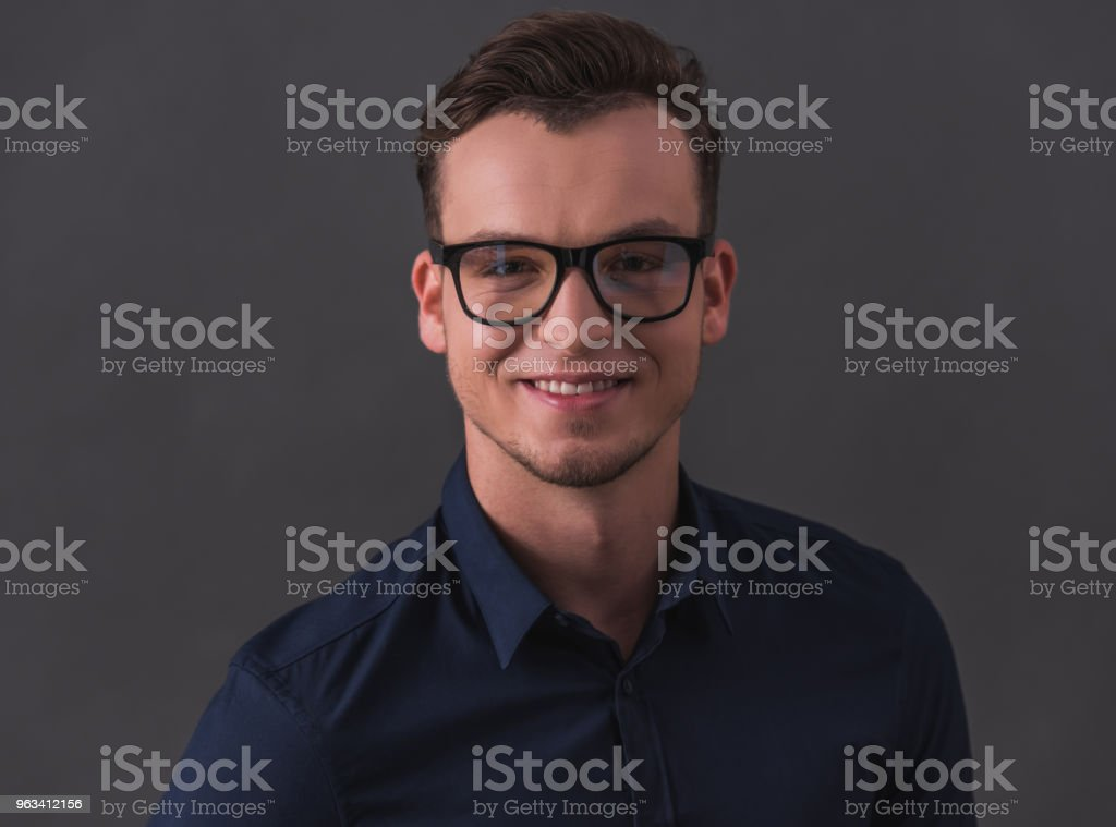 Confident young businessman - Zbiór zdjęć royalty-free (Biznes)