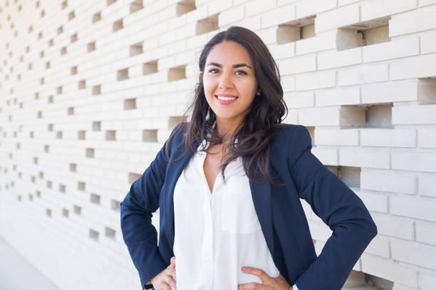 Selbstbewusste junge Geschäftsfrau – Foto