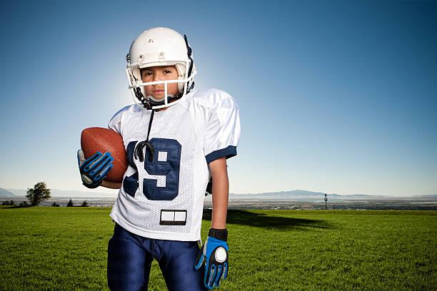 Porträt zuversichtlich Jungen Football Player – Foto