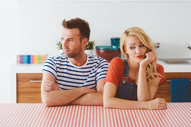 Conflicto entre hombre y mujer - foto de stock