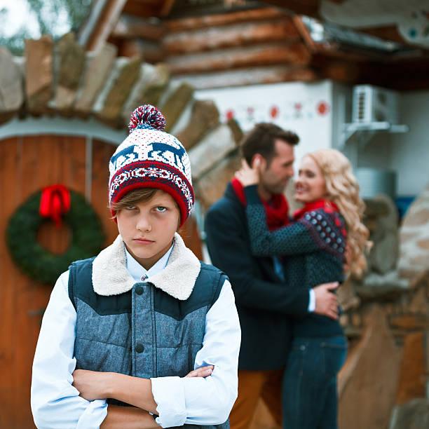 konflikt in der familie - wintermantel damen wolle stock-fotos und bilder