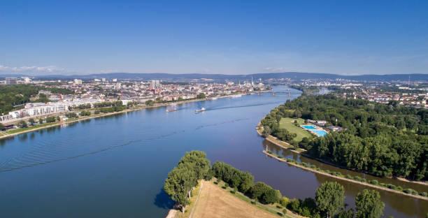 zusammenfluss von main und rhein, deutschland - panorama luftbild - main stock-fotos und bilder