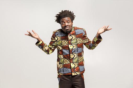 Afro Adam Şaşkın Şaşkın Ve De Ki Belki De Bilmiyorum Stok Fotoğraflar & ABD'nin Daha Fazla Resimleri