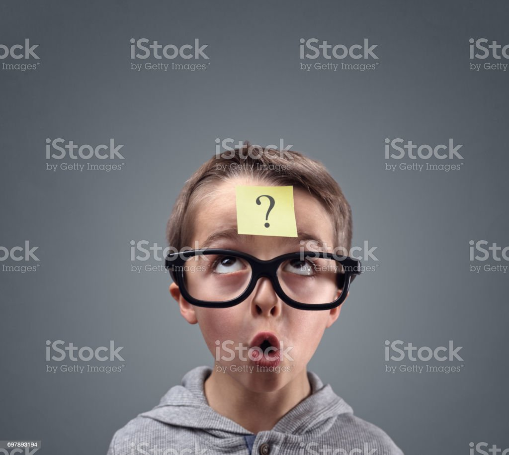 Confused boy thinking with question mark - foto stock