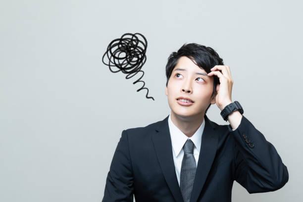 混乱の若いアジア系のビジネスマン。 - 失敗 ストックフォトと画像