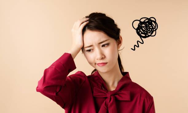 混乱している若い女性。 - 悩む ストックフォトと画像