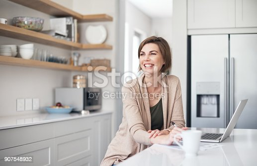 istock Connected in the comfort of her favourite place 907548932
