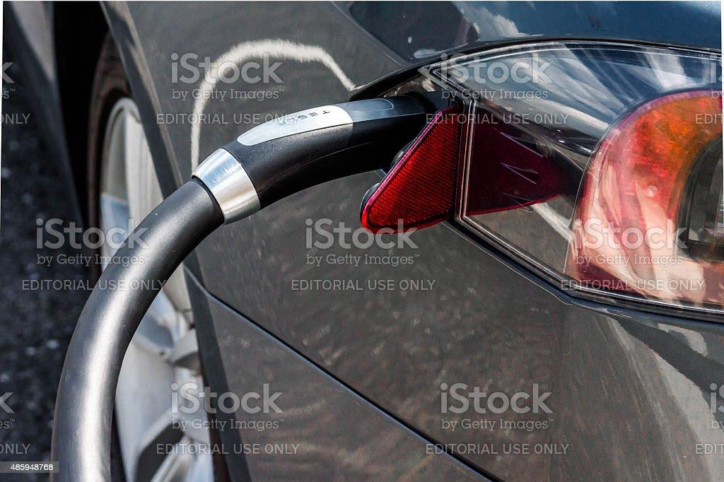 Connecteur voiture électrique Tesla - Photo